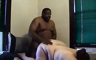 Fat usa couple interracial doggystyle sex in the bedroom
