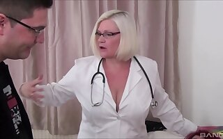 Oversexed mature BBW Lacey Starr shares a detect everywhere Sookie Dumps